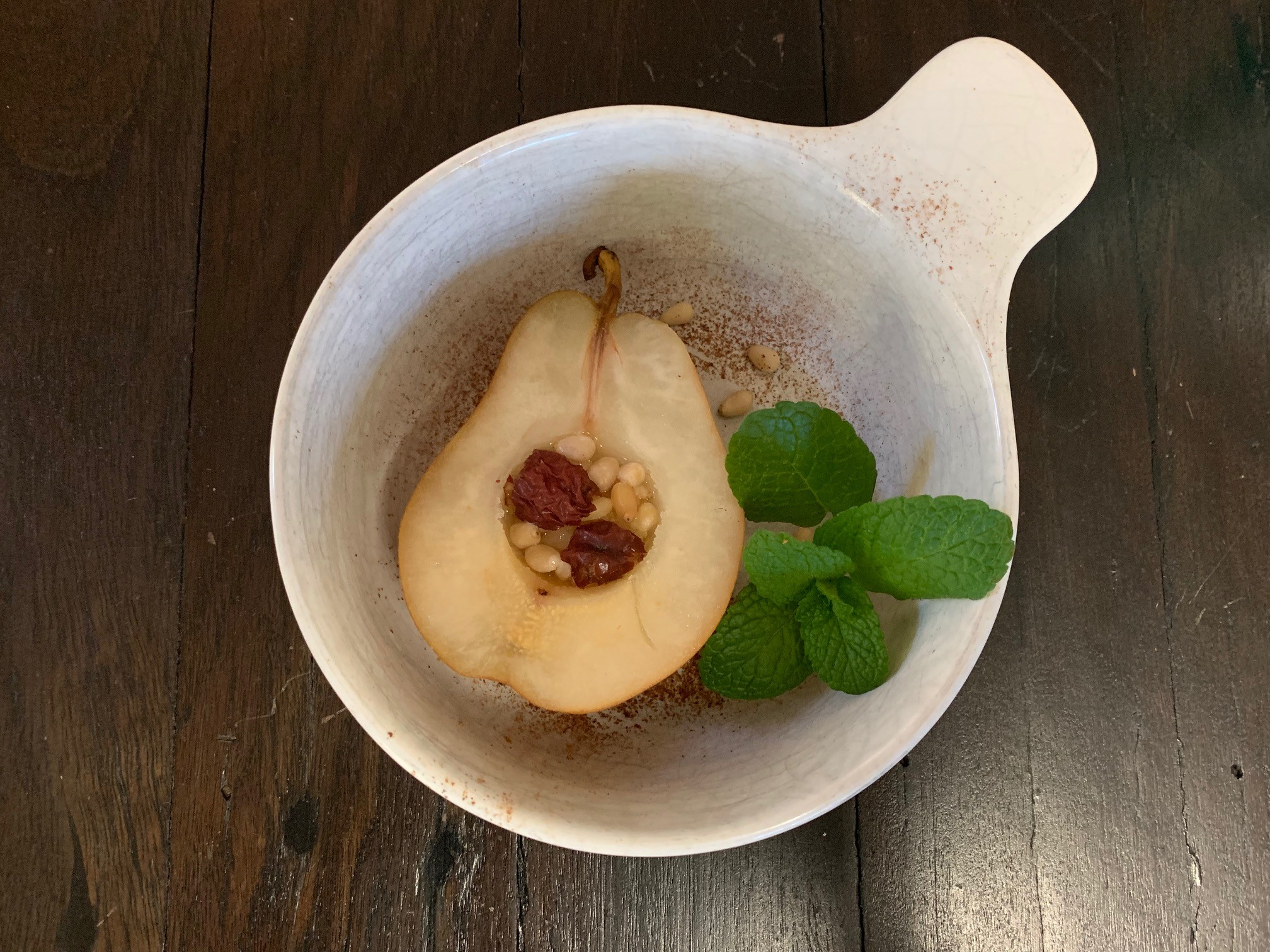 Steamed pear with red date & pine nuts